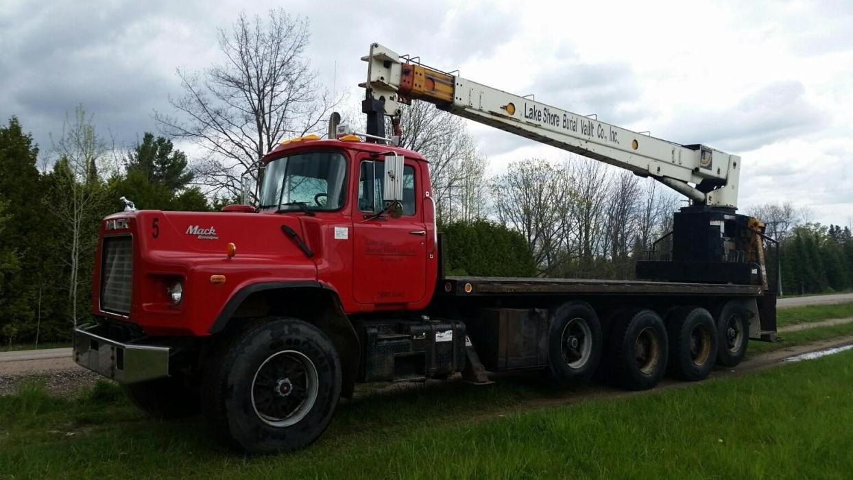 1995 Mack Dm690  Crane Truck