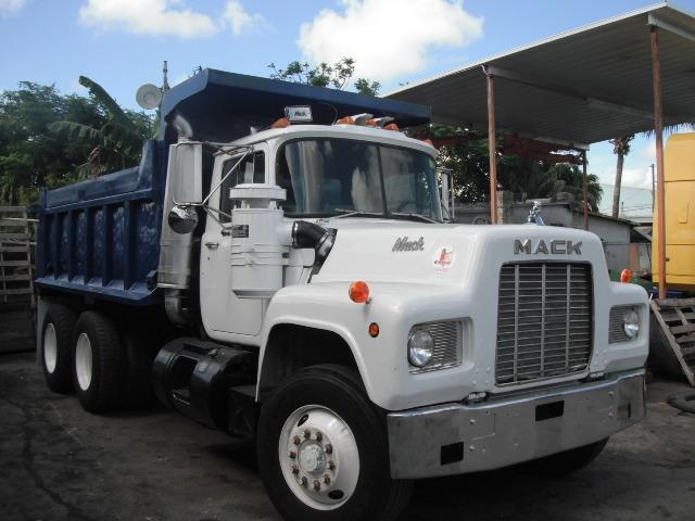 1989 Mack R-Model Flatbed Truck