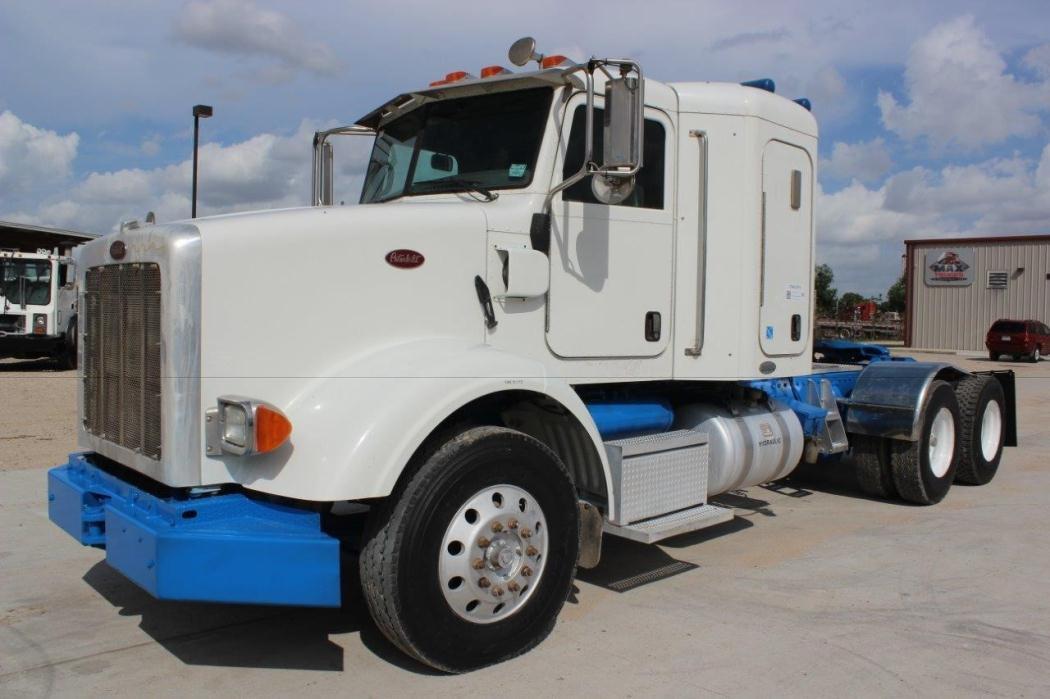 2009 Peterbilt 365  Dump Truck