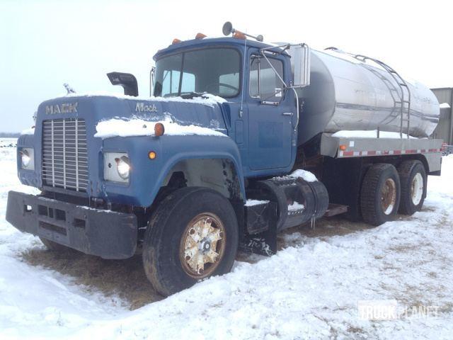 1986 Mack R688st