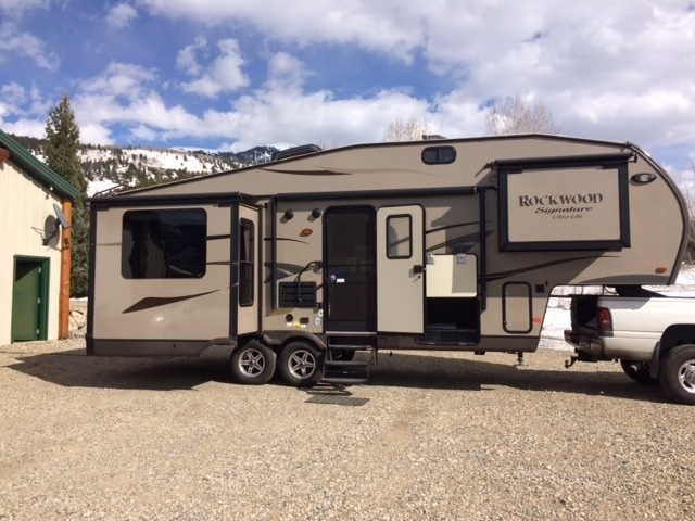 2013 Forest River Signature Ultra Lite 8289WS