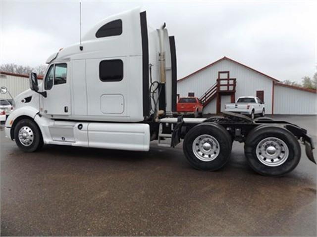 2012 Peterbilt 387 Conventional - Sleeper Truck