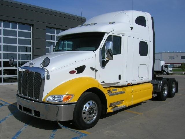 2009 Peterbilt 387  Conventional - Sleeper Truck