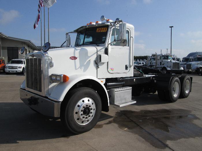 2011 Peterbilt 365  Conventional - Sleeper Truck