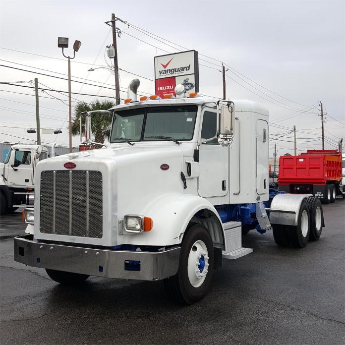 2008 Peterbilt 365  Conventional - Sleeper Truck