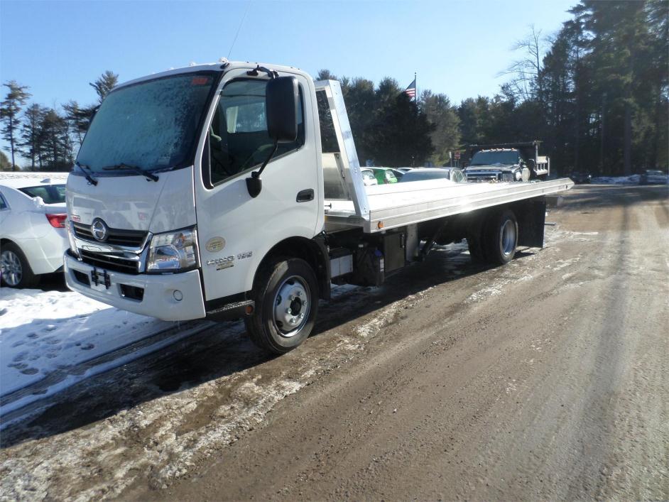 2015 Hino 195  Rollback Tow Truck