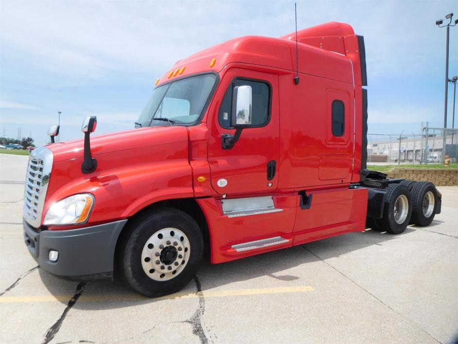 2013 Freightliner Cascadia 125 Conventional - Sleeper Truck