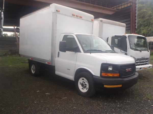 2011 Gmc Tg33503  Box Truck - Straight Truck