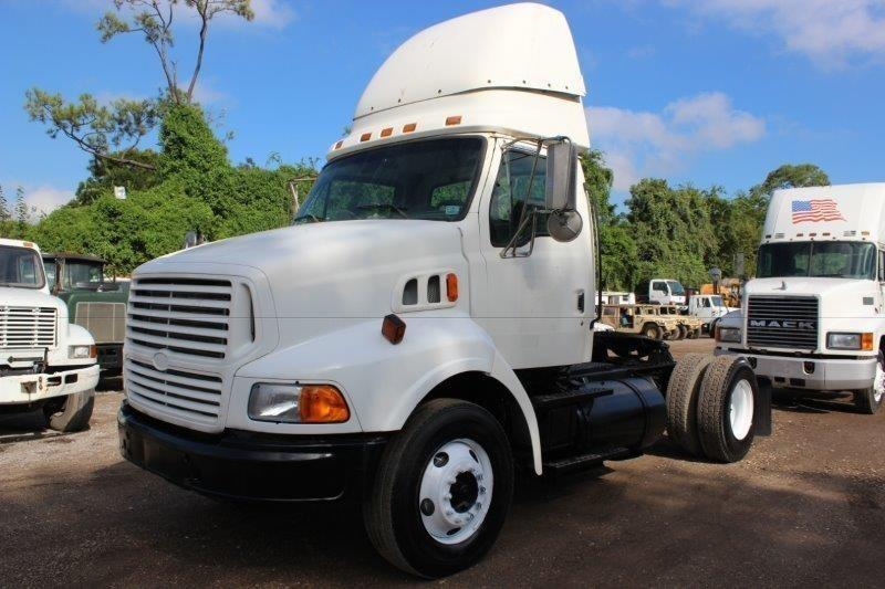 1999 Sterling A9513  Conventional - Day Cab