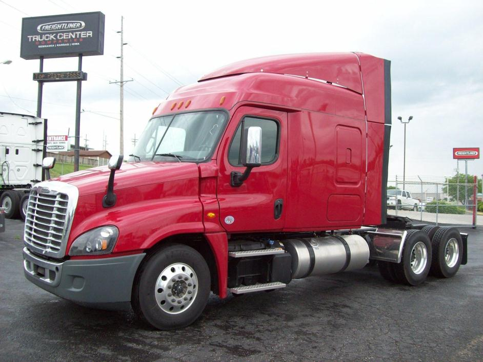 2016 Freightliner Cascadia 125 Conventional - Sleeper Truck