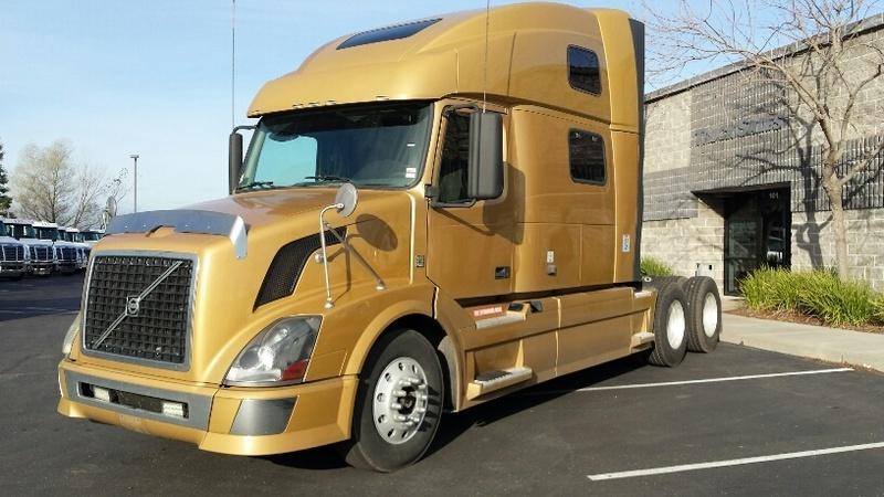 2011 Volvo Trucks Vnl Conventional - Sleeper Truck