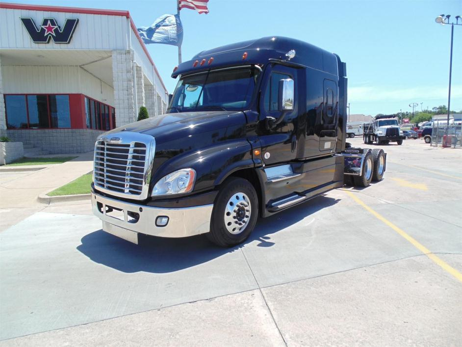 2016 Freightliner Cascadia 125 Fuel Truck - Lube Truck