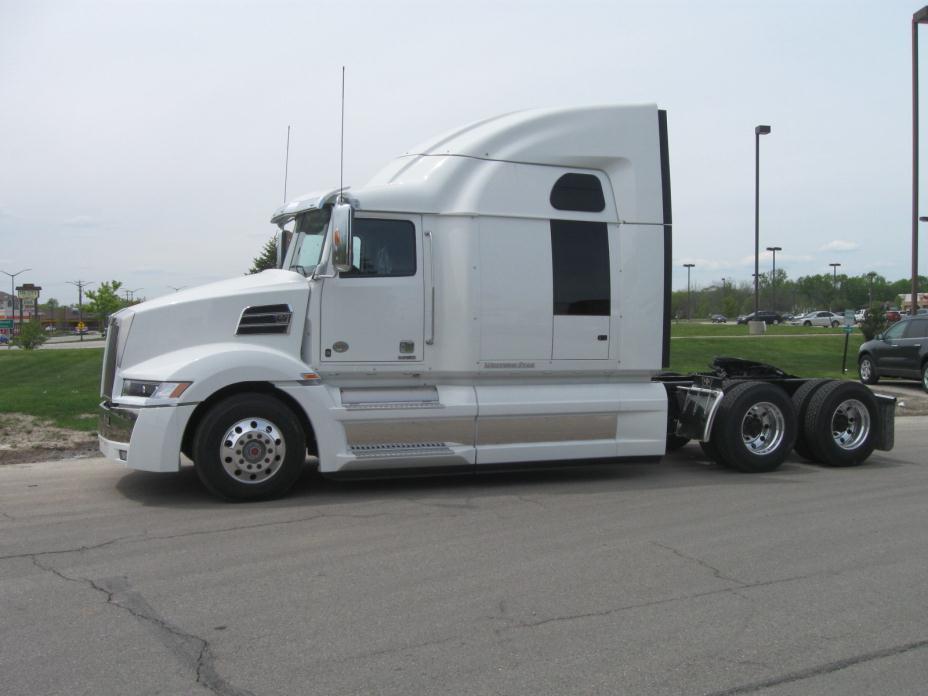 2017 Western Star 5700xe Conventional - Sleeper Truck