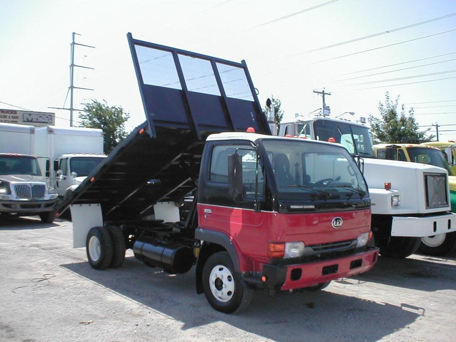 2005 Ud Trucks 1400  Flatbed Dump