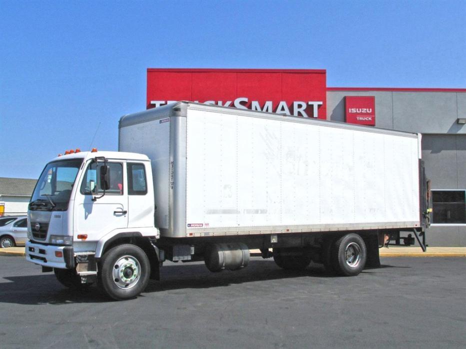 2007 Ud 3300  Box Truck - Straight Truck