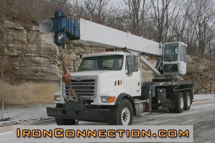 2005 Sterling Lt7501  Crane Truck