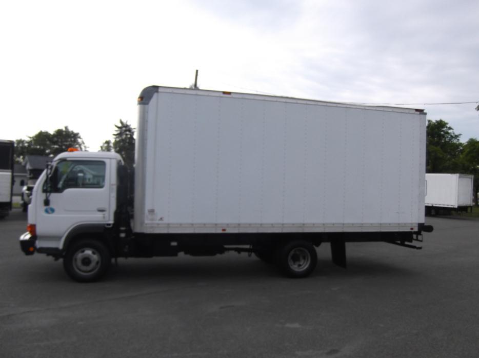 2010 Ud Trucks 1400  Box Truck - Straight Truck