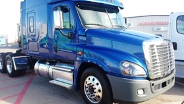 2016 Freightliner Cascadia Conventional - Sleeper Truck