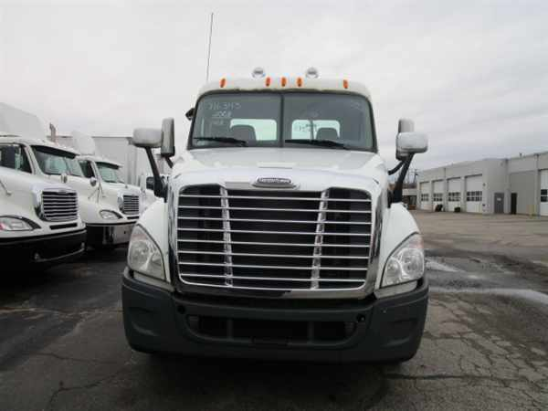 2008 Freightliner Cascadia Conventional - Day Cab