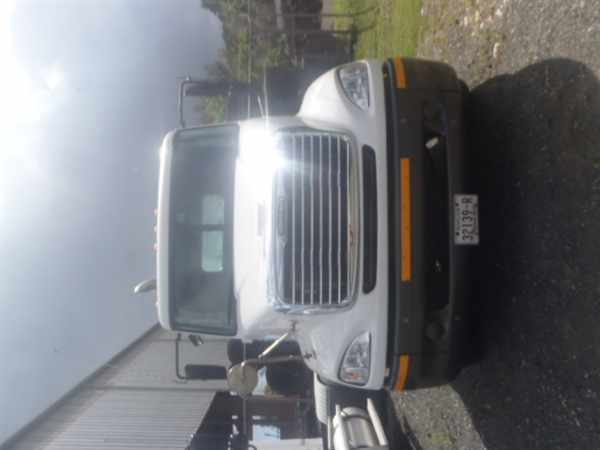 2006 Freightliner Columbia 112  Conventional - Day Cab