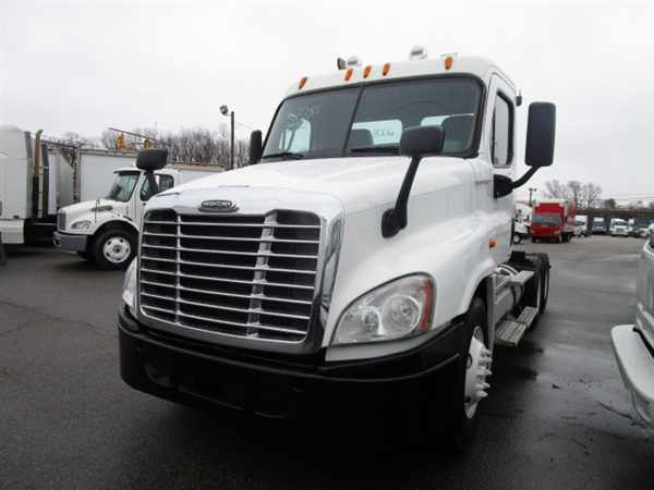 2009 Freightliner Cascadia 125 Conventional - Day Cab