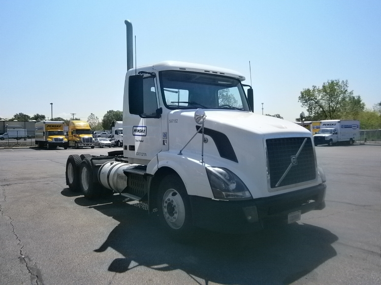 2011 Volvo Vnl64t300  Conventional - Day Cab