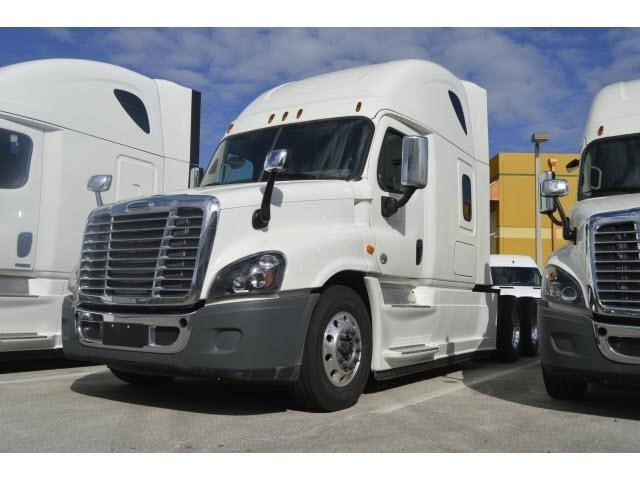 2016 Freightliner Cascadia 125 Conventional - Sleeper Truck