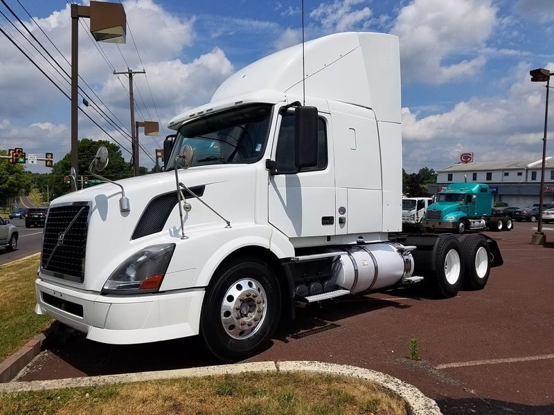 2011 Volvo Vnl64t430 Conventional - Sleeper Truck