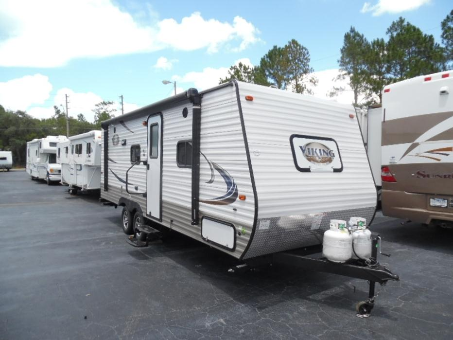 2017 Viking 21BH PACK AND PLAY DOOR