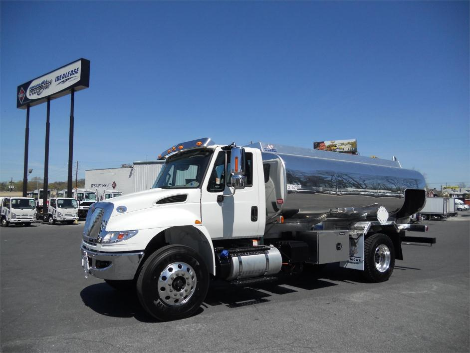 2015 International 4400 Fuel Truck - Lube Truck
