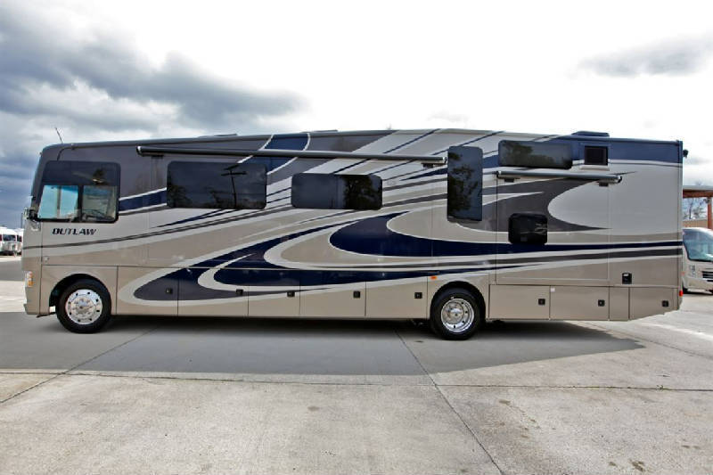 2015 Thor Motor Coach Outlaw 38RE