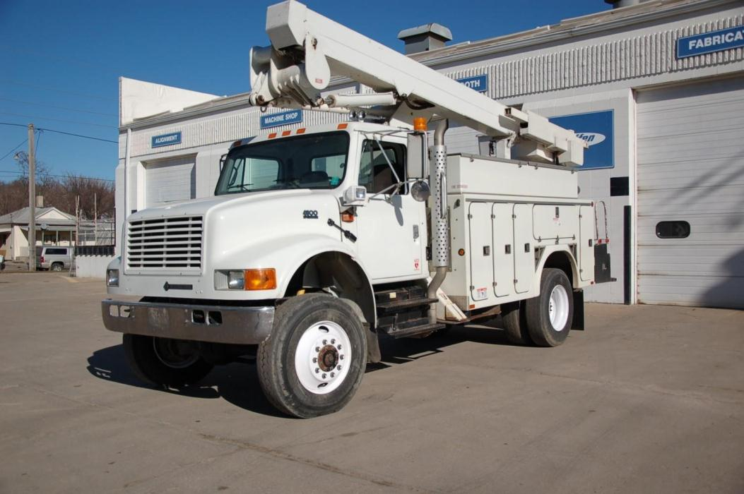 2001 International 4800 Bucket Truck - Boom Truck
