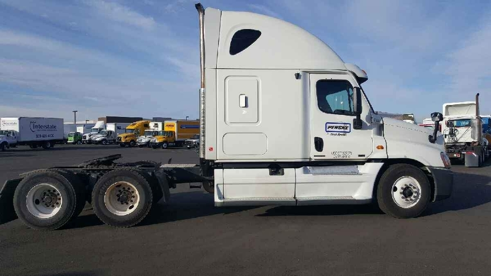 2011 Freightliner Cascadia 125  Conventional - Sleeper Truck