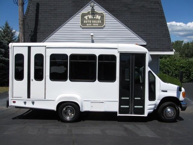 2005 Ford E-350 Super Bus