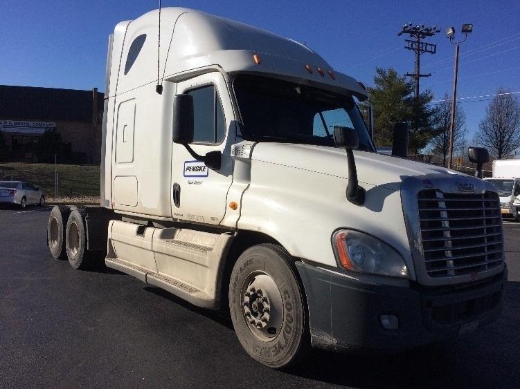 2011 Freightliner Cascadia 125 Conventional - Sleeper Truck