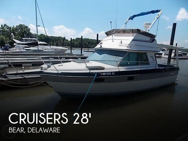 1986 Cruisers Yachts 28 Villa Vee