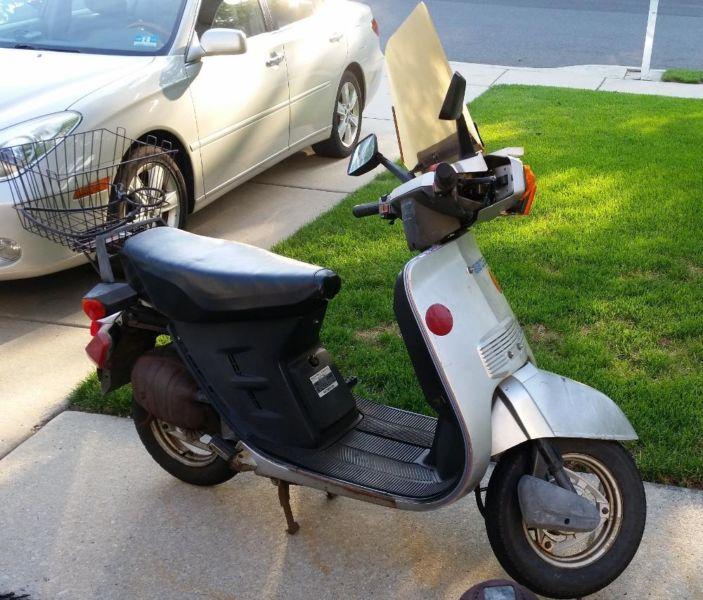 1983 Honda Aero scooter 80 cc runs good or use as a parts