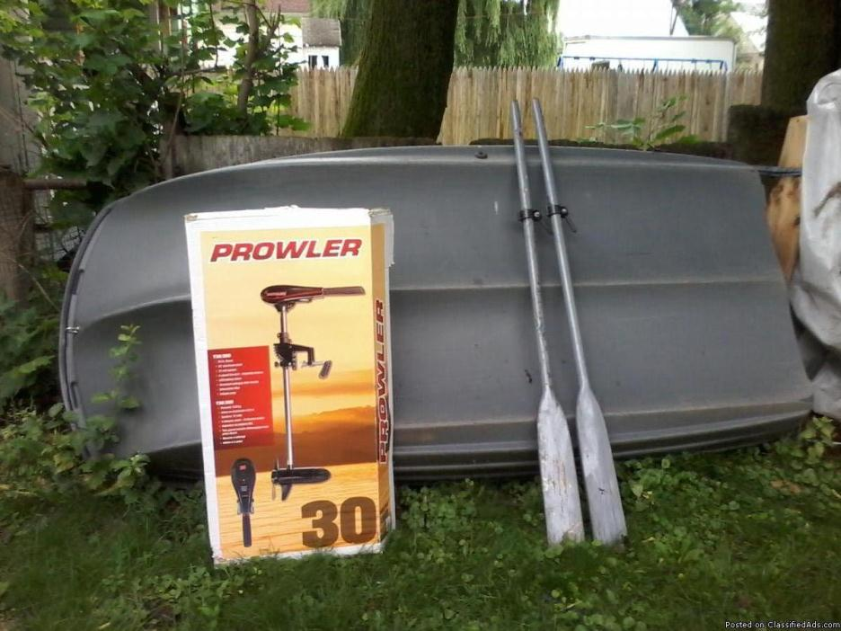 Boat with troll motor and 2 oars