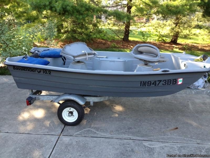 Bass Tender Fishing Boat w/Trailer & Fish Finder - Excellent Condition!
