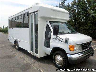 2005 Ford E450 Glaval Wheelchair Shuttle Bus (A4647)