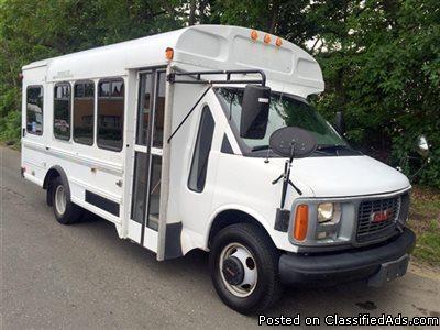 2001 GMC G3500 MFSAB Shuttle Bus w/ Lift (A4650)