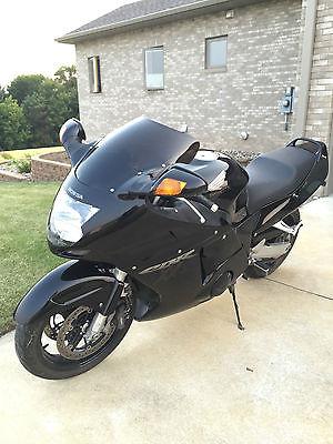 Honda : CBR 1997 honda cbr 1100 xx super blackbird