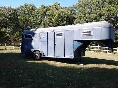 1984 Cherokee - 2 horse slant gooseneck trailer - Barn Kept