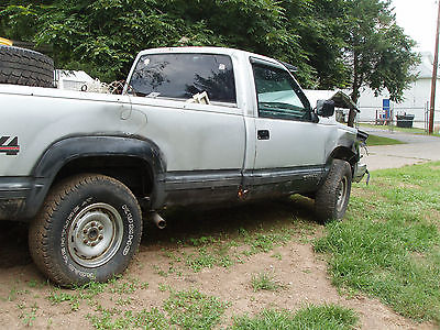 Chevrolet : C/K Pickup 2500 2door ,FAIR CONDITION. NEEDS FRONT CLIP.RUNS GREAT, HEAVY DUTY. LOTS OF NEW PARTS