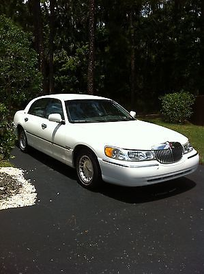 Lincoln : Town Car Executive Sedan 4-Door 1999 lincoln town car executive sedan 4 door 4.6 l