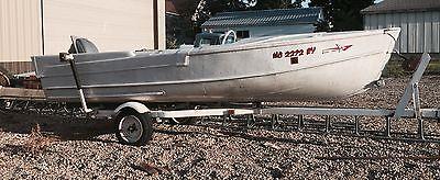 VINTAGE 1955 ARKANSAS TRAVELER DELUXE ALUMINUM FIN BOAT