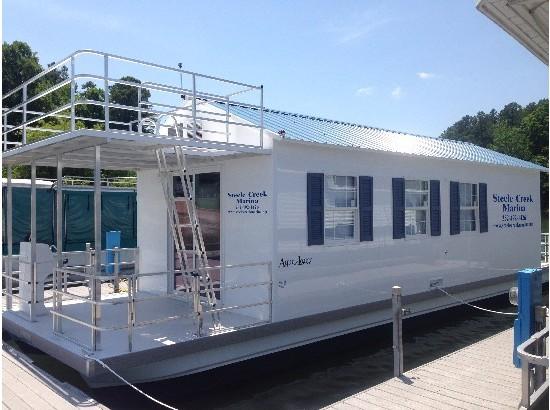 2015 CATAMARAN CRUISERS Aqua Lodge