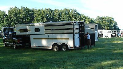 Super condition, 2006 Adam 2-horse, straight load Gooseneck with Tack room