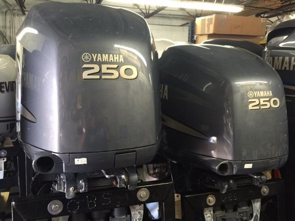 2009 YAMAHA F250txrb Engine and Engine Accessories