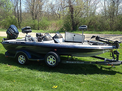 2004 Ranger 185VX Comanche Bass Boat w/2004 Evinrude Direct Injection 150HP
